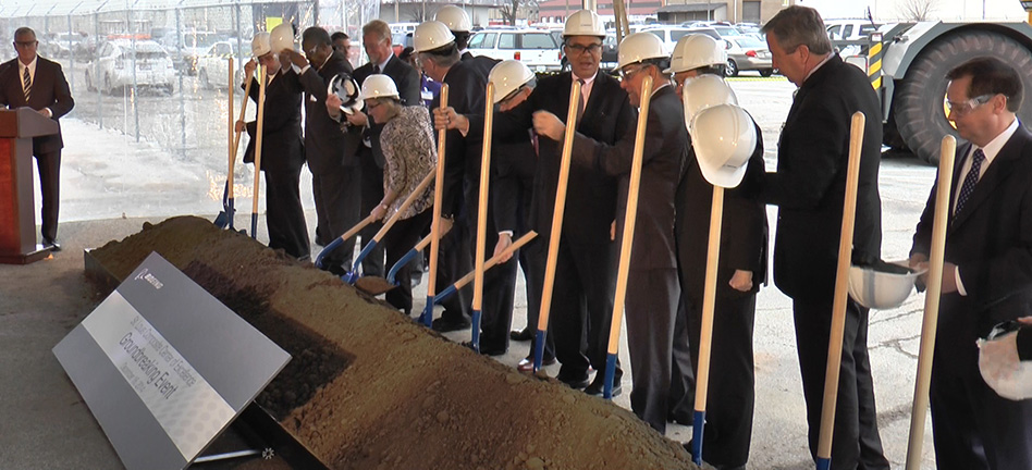 Boeing breaks ground on composite tooling center expansion  (Video)